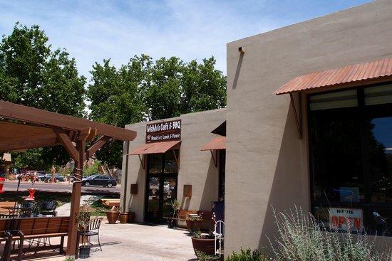 MeMe's Cafe : Outside the Restaurant