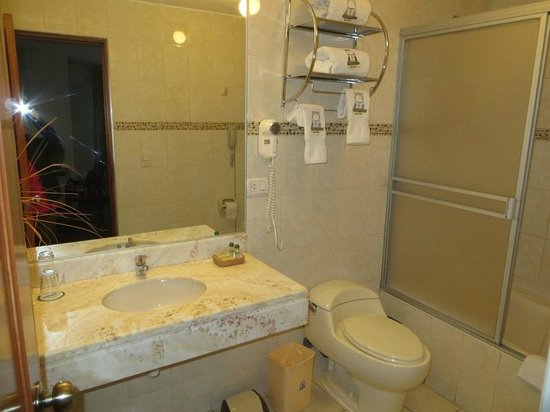 Casona Plaza Hotel: room 511 bathroom