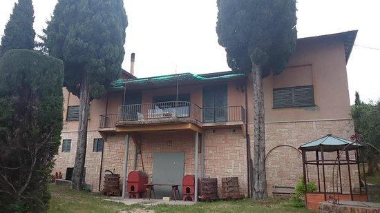 Tenuta La Pergola: Dieses ehemalige Bedienstetenhaus wird bald auch zur B&B Unterkunft saniert und ausgebaut.