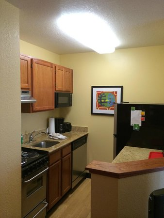 TownePlace Suites Falls Church: Kitchenette