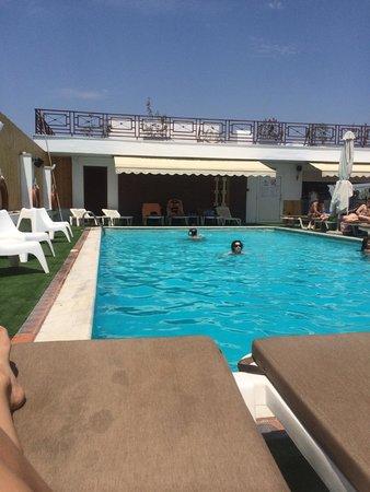 Capsis Hotel Thessaloniki : Wonderful pool area!!