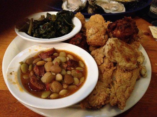 Tin Top Restaurant & Oyster Bar: Tin Top lunch platter, fried of course.