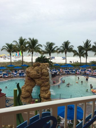 Pink Shell Beach Resort & Marina: View of the octopool and the gulf