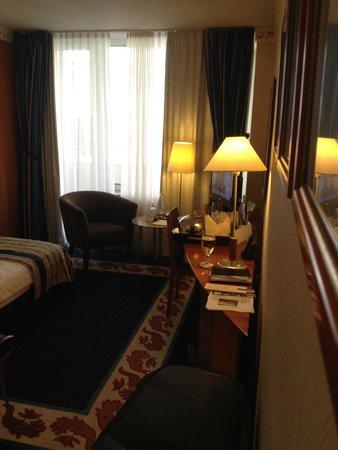 Savigny Hotel Frankfurt City: gemütliches Zimmer mit Balkon