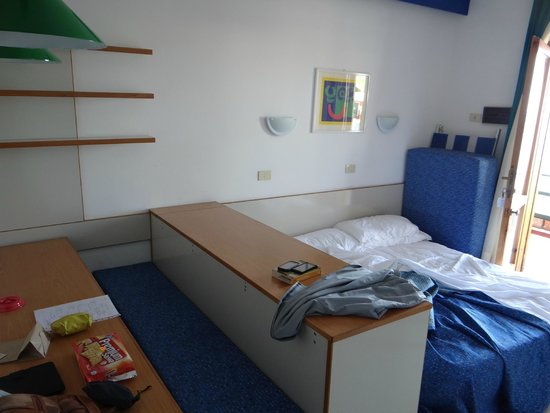 Residence Letojanni: the bed has to be assembled daily