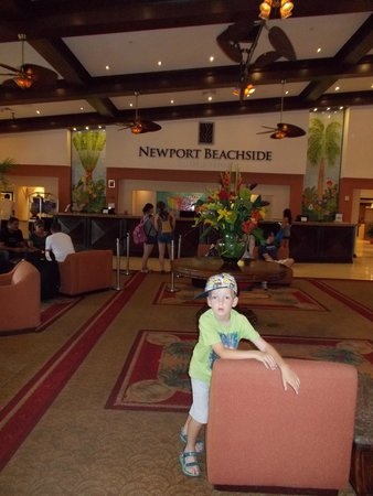 Newport Beachside Hotel and Resort : very clean spacious lobby
