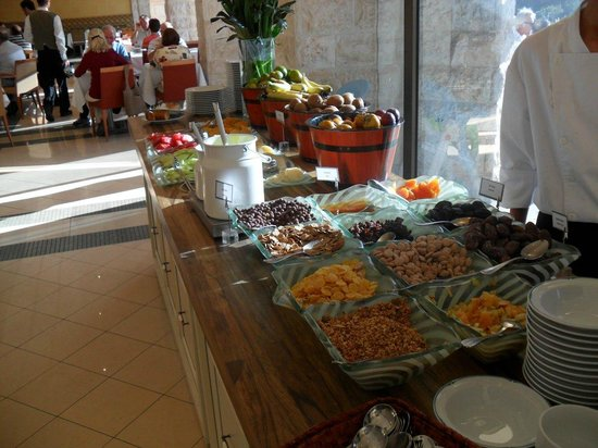 Inbal Jerusalem Hotel: Breakfast buffet at the Inbal