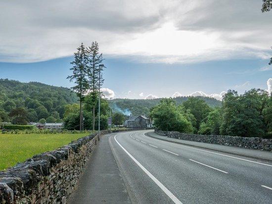 Bod Gwynedd Bed & Breakfast: Bod Gwynedd with mountains beyond