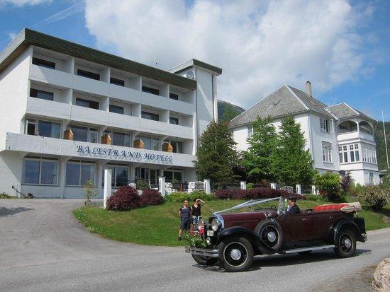 Balestrand Hotel: Car for wedding at church next door