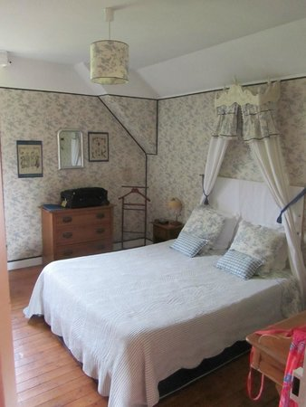 Les Jardins d'Helene : Blue Moon room we stayed in