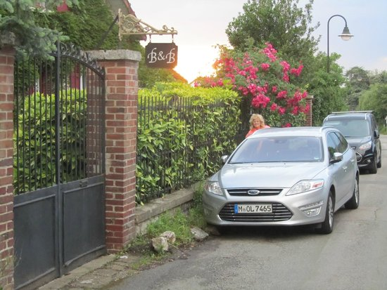 Les Jardins d'Helene : entrance/parking