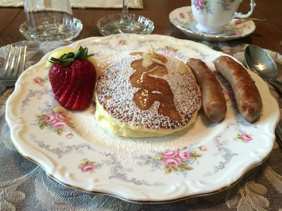 Albion Manor Bed and Breakfast: Lemon ricotta pancakes with sausage.  They were so light and fluffy