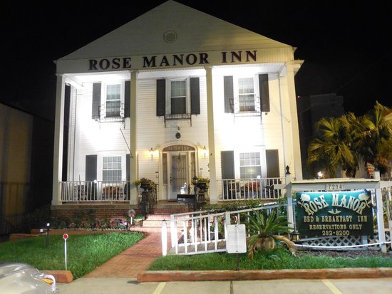 Rose Manor Bed and Breakfast: Night front view