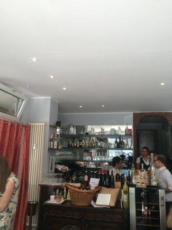 Trattoria La Ruchetta: Cozy bar area