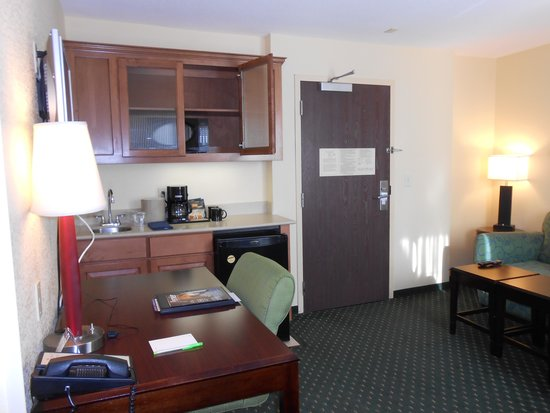 SpringHill Suites Victorville Hesperia: the kitchenette