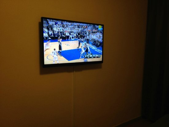 Best Western Kom Hotel Stockholm: Free sports on TV (NBA playoffs live broadcast).