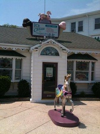 Hobby Horse Ice Cream Parlor: Front