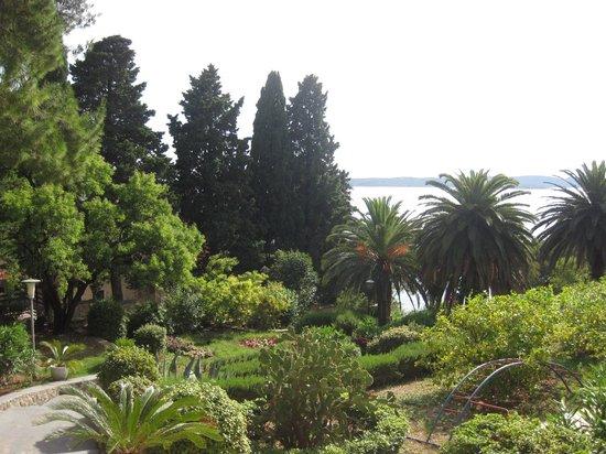 Hotel Croatia: Pretty gardens