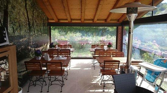 B&B All'Oliveto: Der Frühstücksbereich im Wintergarten / Terrasse