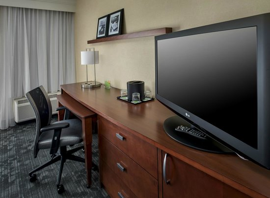 Courtyard by Marriott Boston Andover: Renovated Guestroom Workspace