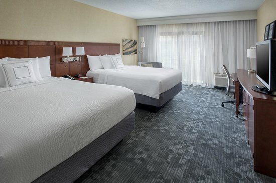 Courtyard by Marriott Andover: Renovated Guestroom