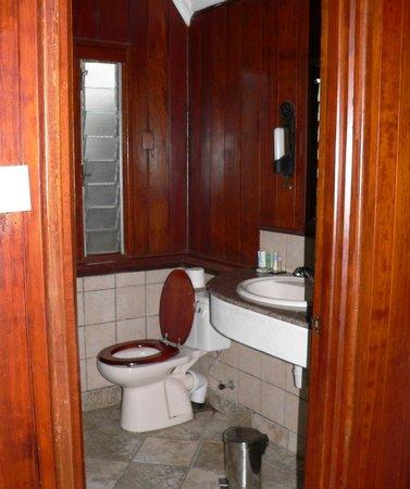 Keekorok Lodge-Sun Africa Hotels : toilet met bad/douche