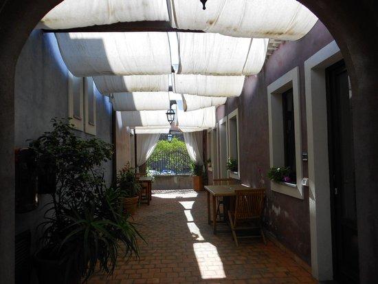 Etna Hotel: verso le stanze