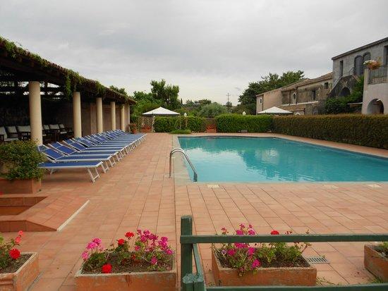 Etna Hotel: meravigliosa piscina attrezzata
