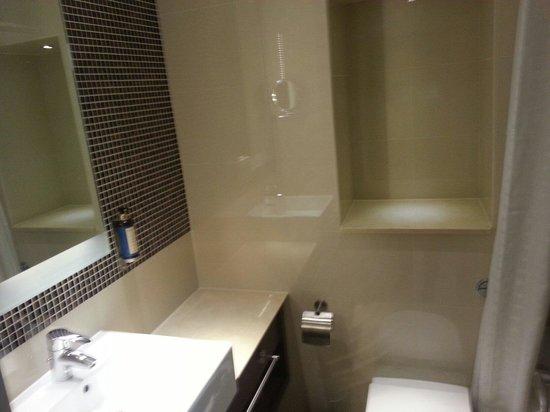 DoubleTree by Hilton Hotel London - Kensington: Bagno pulito