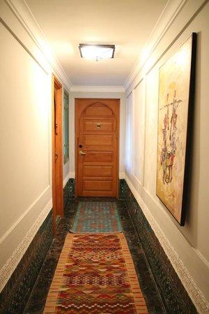 Palais Faraj Suites & Spa: Porte de la chambre