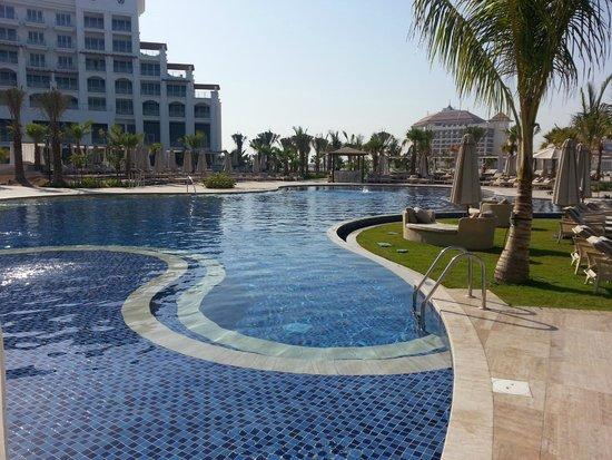 Waldorf Astoria Dubai Palm Jumeirah: Pool Area