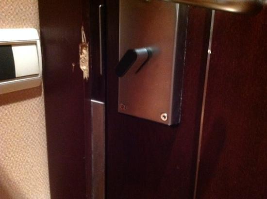 Grand Hyatt Cannes Hotel Martinez: signs of neglect -- room door