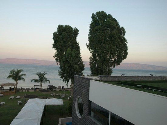Rimonim Galei Kinnereth Hotel: View across Galilee from the hotel