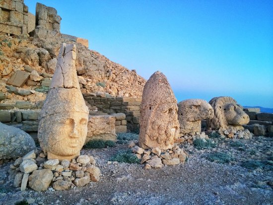 Mount Nemrut: Colossal statues
