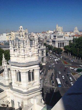 CentroCentro Cibeles: Ул. Алкала и башенка дворца