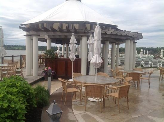 Wequassett Resort and Golf Club: Outdoor bar and grille