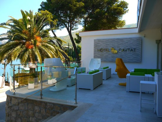 Hotel Cavtat : Outside seating