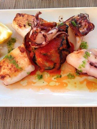 Restaurant Ses Oliveres: Skønne blæksprutte , et must på Mallorca