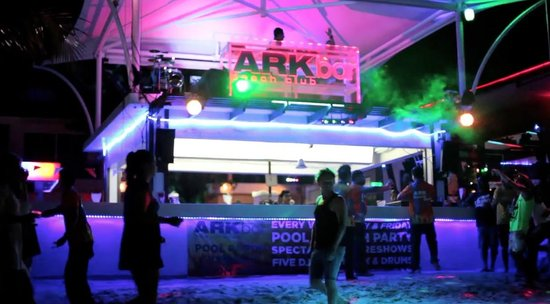 Ark Bar Beach Resort: Ark bar dj booth at night