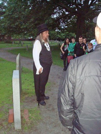 Salem Night Tour: Kevin telling us about the Salem cemetery