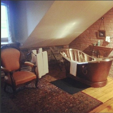Victorian Heritage: the bathtub in the room seemed weird at first but I enjoyed being able to watch TV while I bathe