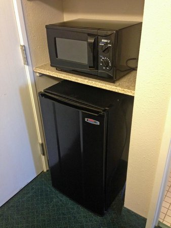 La Quinta Inn & Suites Brunswick : micro/fridge