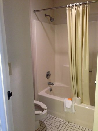 La Quinta Inn & Suites Brunswick: bathroom