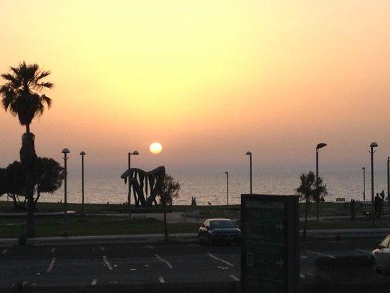 Dan Panorama Tel Aviv : sunset in tel aviv - may 2014; from dining room @ dan panorama, tel aviv