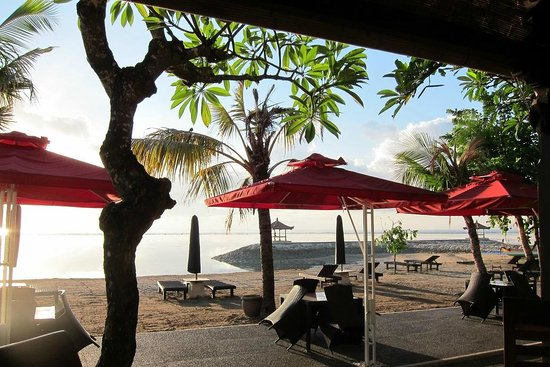 Vila Shanti Beach Hotel: View fron the restaurant in the morning