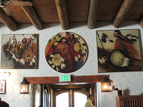 Sagebrush Inn & Suites: Artwork throughout