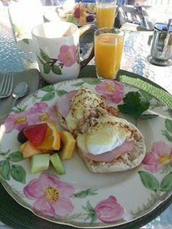 Ship Watch Inn: Egg benadict with crabmeat