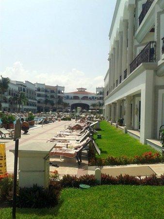 The Royal Playa del Carmen : Zona albercas