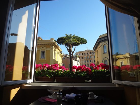 Casa Pariolina: A very nice view from the breakfast table!