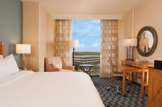 Greenville Marriott: Standard King Guestroom